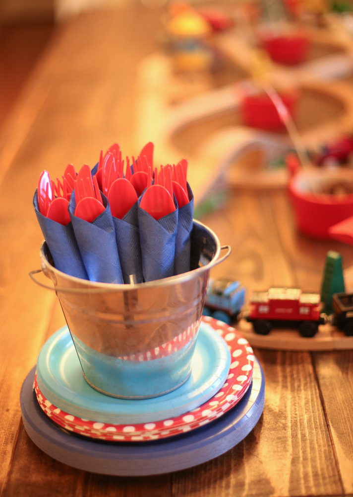 Easy Clean up Plates and forks & $75 DIY Thomas the Train Party - LoveBeCreate.com